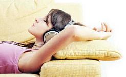 چگونه گوش دادن به موسیقی می تواند به شما کمک کند ضرب و شتم بی خوابی