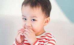Πώς μπορώ να είμαι σίγουρος εάν το παιδί μου έχει ξεπεράσει την τροφική αλλεργία του;