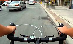 Por que os ciclistas fazem motoristas de carro ver vermelho?