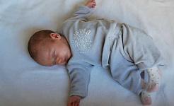 Hábitos de hora de acostarse de 2 para bebés para combatir la obesidad