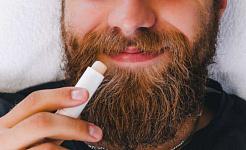 Что вызывает сухость губ и как их лечить? Действительно ли помогает бальзам для губ?