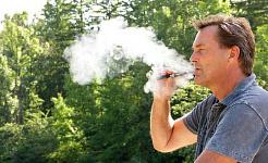 Είναι τα ηλεκτρονικά τσιγάρα τόσο άσχημα για τα δόντια και τα ούλα σας ως κανονικά τσιγάρα;