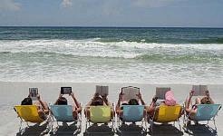 Herhangi bir Plaj Gezisini Aşacak 3 Romantik Yazarlar