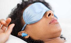 Có phải là xấu khi thường xuyên ngủ đeo nút tai?