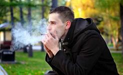 精神的な問題を抱えている人は喫煙をやめたいが、彼らが必要とする支援を受けない