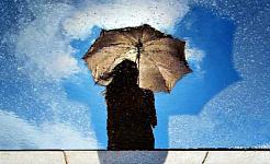 chica con paraguas