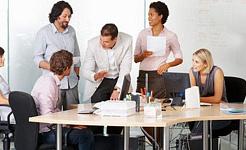 辦公室工作人員應該每天從他們的辦公桌上站起來兩個小時