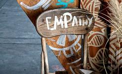 آیا هنر و ادبیات همدلی را تقویت می کند؟