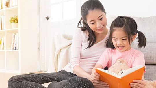 子供の「外出禁止令」の学習喪失を防ぐのに役立つ親のための7つの「読み上げ」のヒント