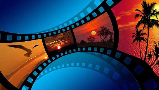εικονογράφηση ταινίας με διάφορες γραφικές εικόνες σε κάθε καρέ