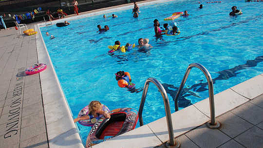 Bể bơi có thể là một nguồn chính của bệnh đường tiêu hóa