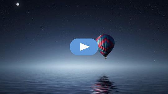 bulan purnama di atas balon udara panas