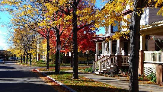 Ideene nedenfor er fra Great Neighborhood Book, et samarbeid mellom OTC Senior Fellow Jay Walljasper og Project for Public Spaces. Walljasper er en Minneapolis-basert høyttaler og konsulent om hvordan man styrker fellesskap.