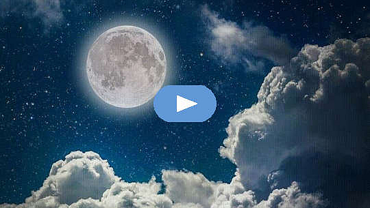 Luna plină pe cerul nopții