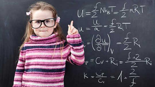 Con gái vẫn tránh toán, ngay cả khi mẹ là nhà khoa học